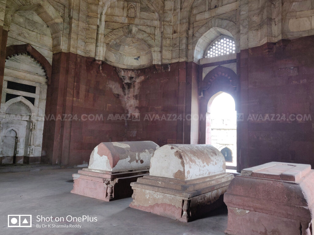 There he lies, Sultan Ghiyas-ud-din Tughlaq (central one) the founder of Tughlaq Dynasty with his wife Makhdum-i-Jahan and his son, the next ruler Muhammad bin Tughlaq