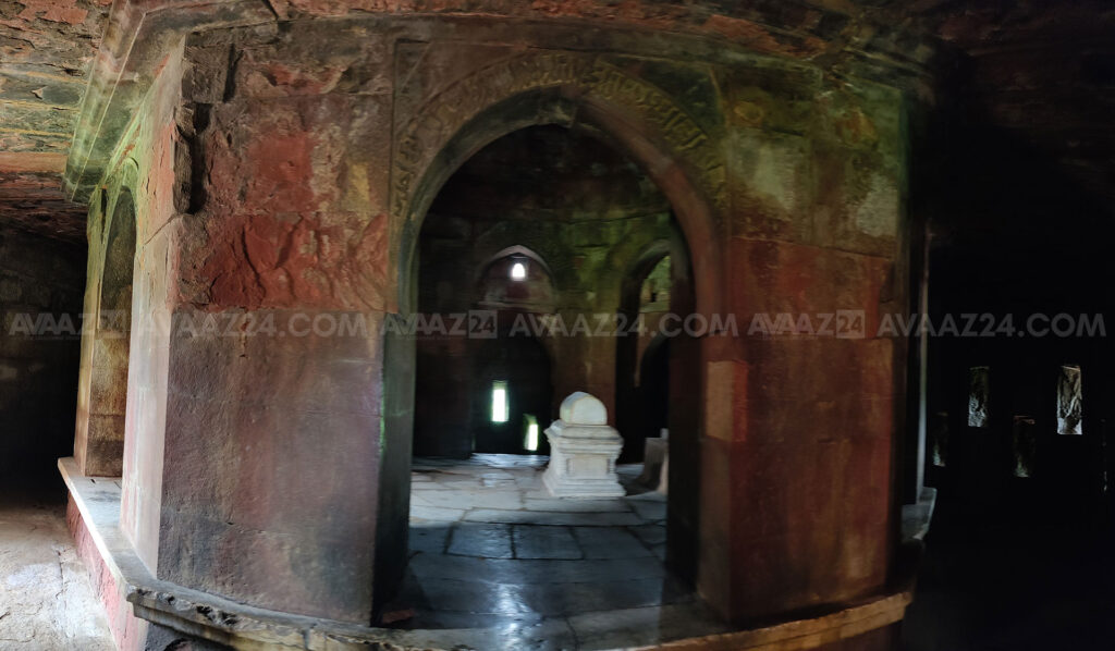 The Passage around the octagonal tomb chamber