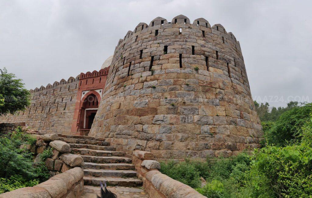 A huge bastion at the entrance of Darul Aman