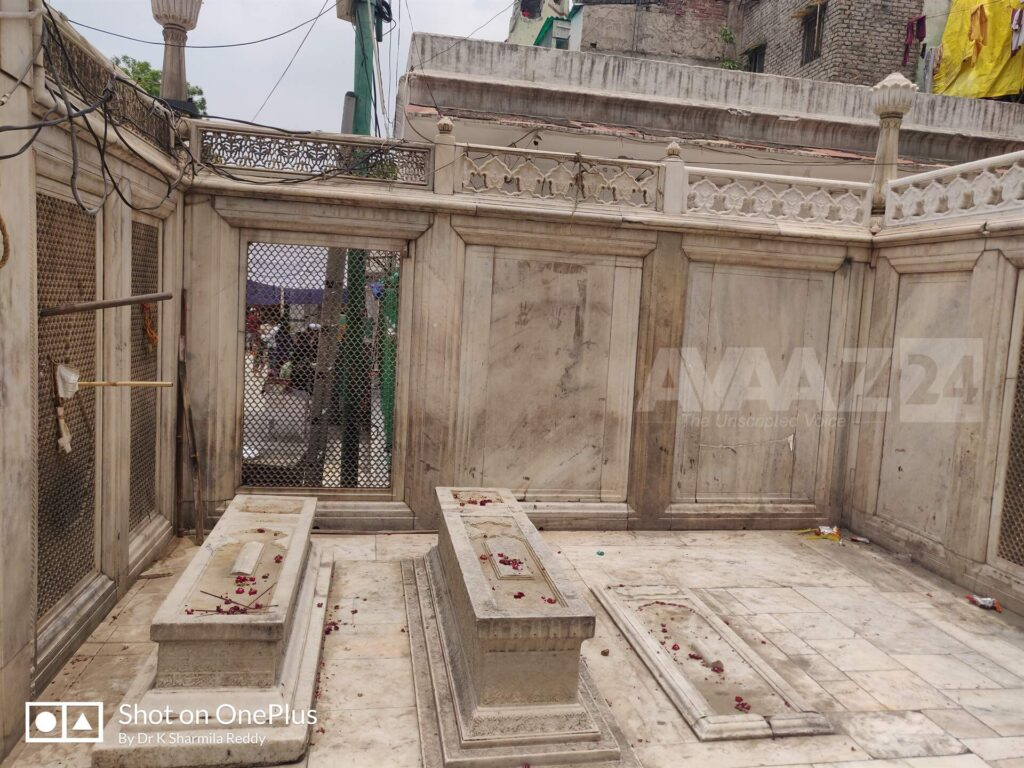 Cenotaph of Mirza Jahangir (the central one)