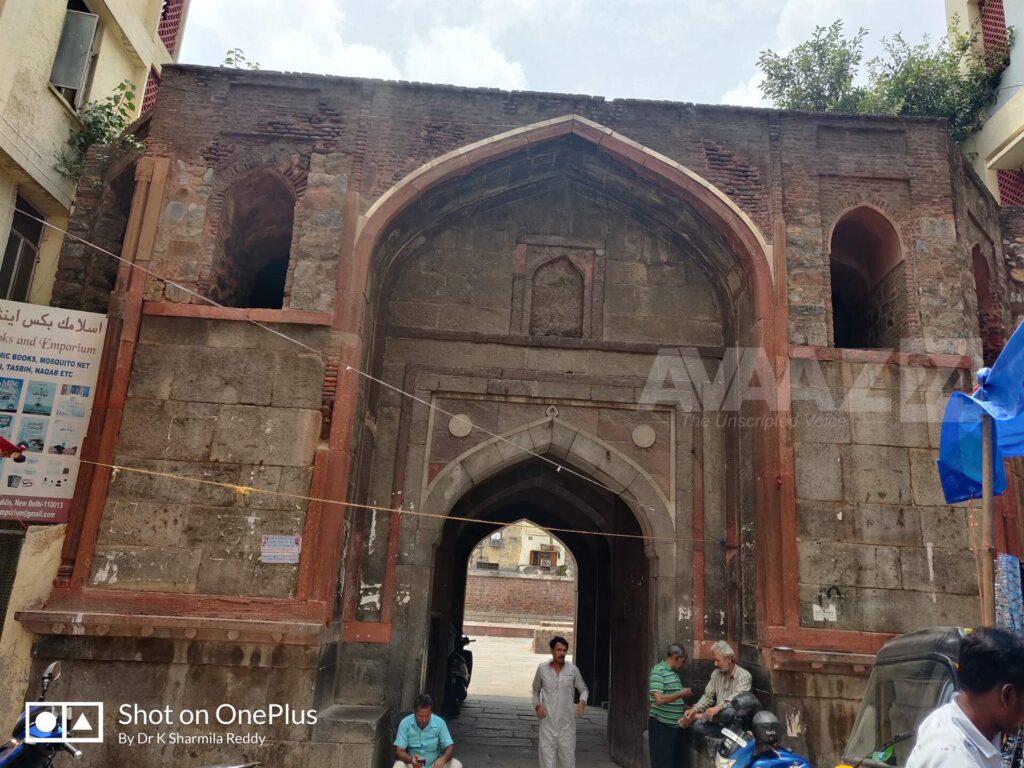 Entrance to Chausath Khamba